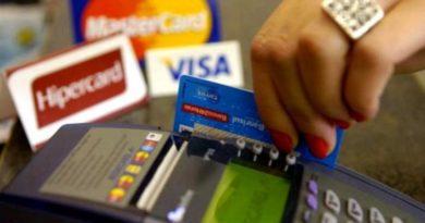 Cartão de crédito é a principal dívida das famílias brasileiras. Aplicativos podem auxiliar no controle das finanças